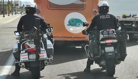 La policía de Tempe (Arizona) estrena rifles AR-15 como equipamiento en la mitad de sus motos