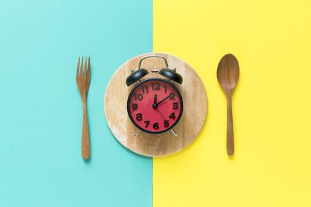 Comer siguiendo los ritmos circadianos mejora tu salud (y el ayuno intermitente puede ayudarte)