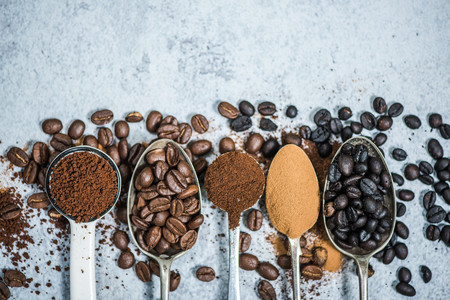 cafe-cucharas-granos