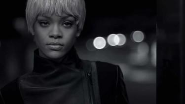 Rihanna muestra su lado más picante para Armani Jeans y Underwear