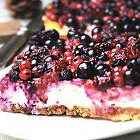 Cheesecake con frutas rojas. Receta en video de postre para Navidad