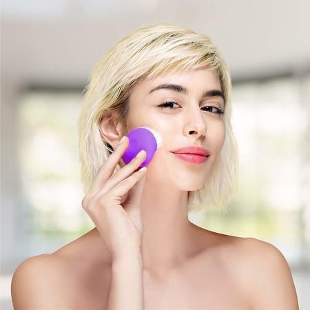 Mete en tu maleta de vacaciones uno de estos nueve gadgets de limpieza facial, te harán la vida más fácil