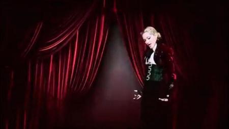 Madonna va a los toros (otra vez) en su nuevo vídeo: 'Living For Love'