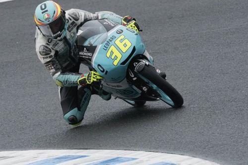 Joan Mir se corona Campeón del Mundo de Moto3 con su novena victoria del año bajo la lluvia australiana