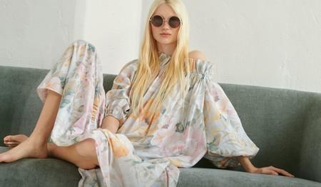 Este verano los hombros piden ser los protagonistas: 11 vestidos low-cost con escote Bardot para derrochar estilo con muy poco