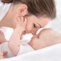 El tono de voz de las mujeres cambia después de convertirse en madres, te explicamos por qué