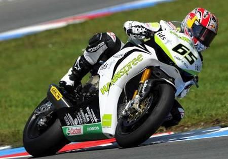 Jonathan Rea se deshace de Haga para anotarse la seguna carrera en Nürburgring