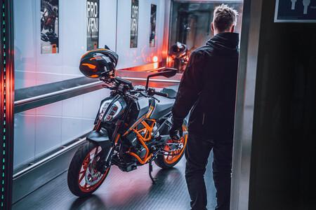 La KTM 125 Duke se estrena como Euro5 con los mismos 15 CV y dos nuevos colores