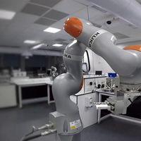 Este brazo robótico para hacer experimentos químicos desde casa permitió mantener un laboratorio activo durante toda la pandemia