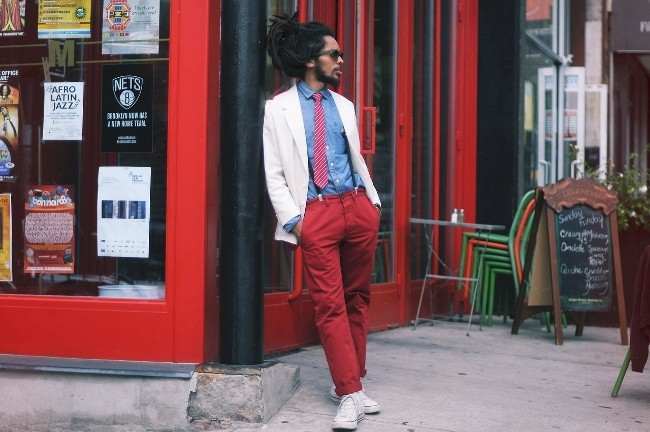 Red pants street style
