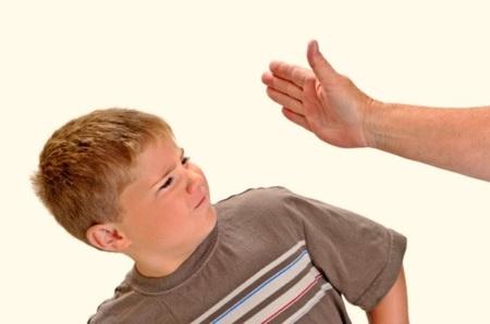 Cuando veo que un padre le pega a su hijo, ¿que debo hacer? (I)