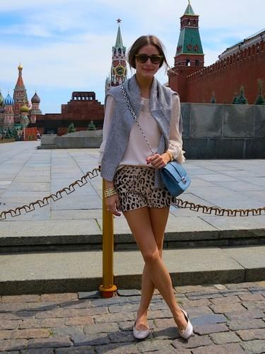 ¿Shorts lisos o estampados? Olivia Palermo se decanta por ambos