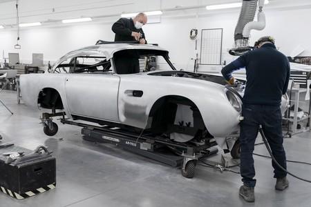 Se reanuda la construcción del Aston Martin DB5 Goldfinger Continuation