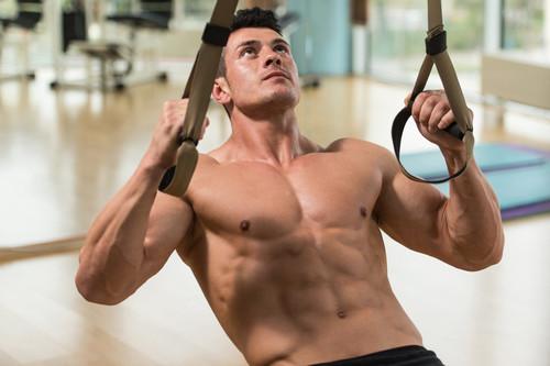 Los ejercicios con TRX que no pueden faltarte para entrenar todo tu cuerpo