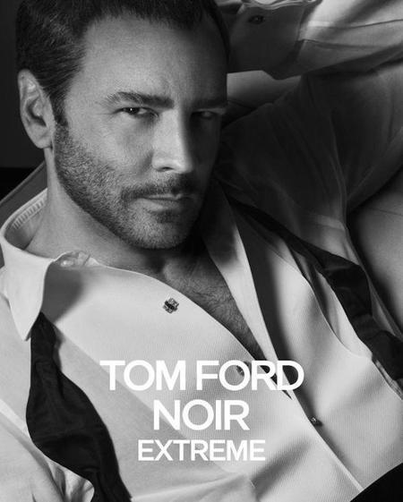 Tom Ford protagoniza la campaña de su nueva fragancia Noir Extreme