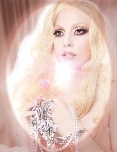 Lady Gaga repite como rostro de la campaña Viva Glam de MAC
