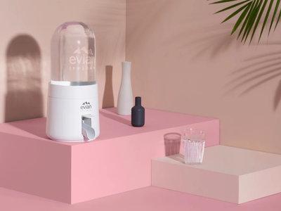 Este dispensador de agua de Evian calcula el agua que bebes y de paso te ayuda a cuidar el medio ambiente