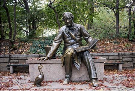 Hans Christian Andersen sigue protagonizando el Día del Libro Infantil y Juvenil