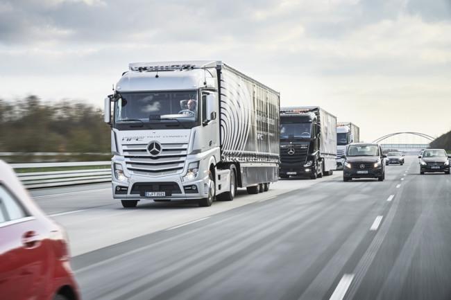 Tres camiones autónomos Mercedes-Benz viajan de Stuttgart a Róterdam