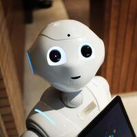 """Malos tiempos para el """"robot emocional"""" Pepper: su producción cesó en 2020 cobrándose empleos y sin vistas a retomarse, según Reuters"""