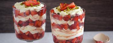 Fresas maceradas a la naranja con crema de mascarpone y nata: receta de postre para celebrar la primavera