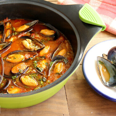 Mejillones con tomate a la marinera: receta fácil lista en menos de 20 minutos