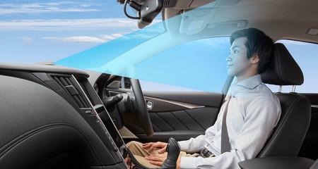 Hay conductores que aún piensan que pueden echarse una siesta en un coche equipado con un nivel 2 de autonomía