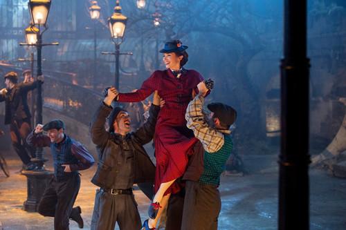 Analizamos el bonito vestuario de la nueva película de Mary Poppins y su efecto 'wow'