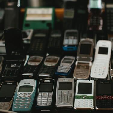 Momento remember: los móviles más míticos de los 2000 con los que las millennials nos ponemos nostálgicas