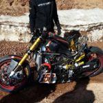 Victory Project 156, moto estrellada, piloto bien, participación en duda