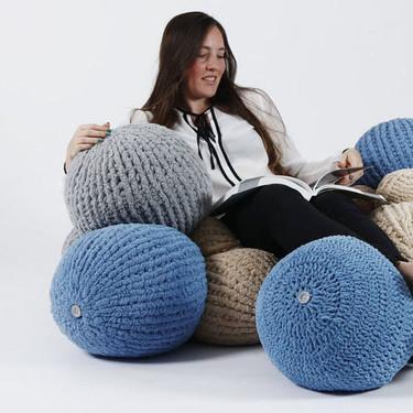 Bolas tejidas gigantes y conectadas, una tendencia en asientos para el otoño