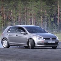 Este inofensivo VW Golf es, en realidad, una máquina de drift con V8 y tracción trasera