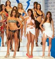 Las famosas en bikini para los premios Venus suben el calor que ya empieza a azotar España