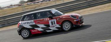 La Copa Lurauto MINI, vista desde dentro: vivimos la emoción de correr en coches a un precio asequible