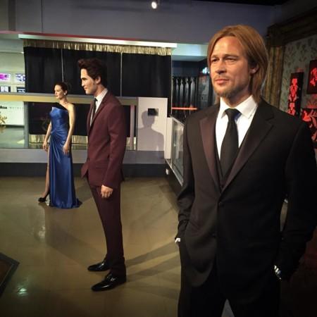 Robert Pattinson entre Jolie y Pitt, en el muso de cera de Madame Tussauds
