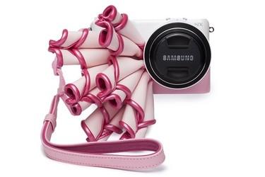 ¿Pondrías a tu cámara de fotos un corsé? Si es de Maya Hansen, sí
