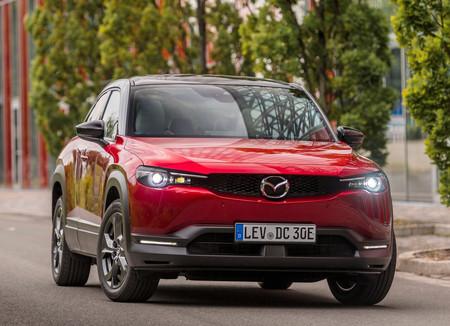 El Mazda MX-30, a detalle en 157 fotos: el primer auto eléctrico de Mazda desde todos sus ángulos