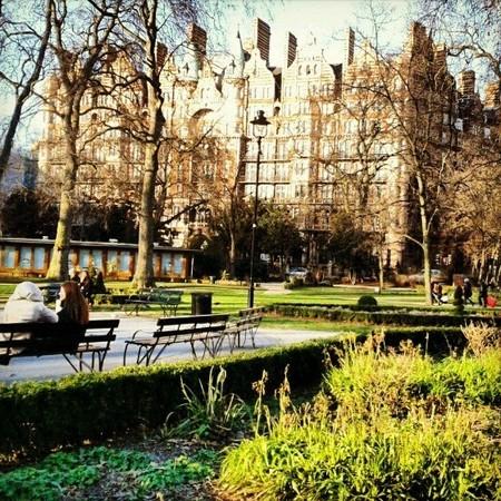 Russell Square en Londres: de picnic junto a las ardillas