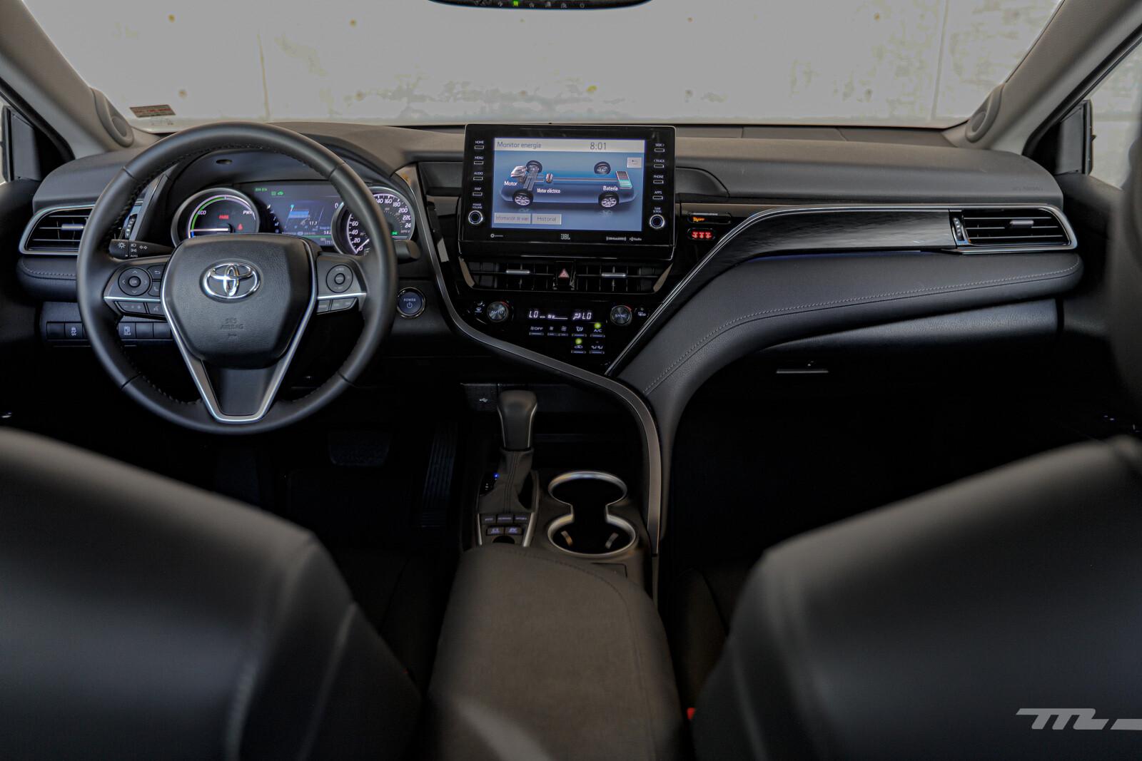 Foto de Toyota Camry Hybrid 2021 (34/38)