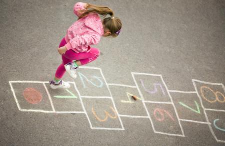 Francia quiere fomentar la práctica de juegos tradicionales en el recreo del colegio