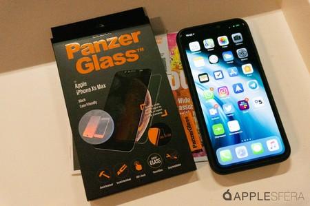 Panzer Glass, probamos el protector de pantalla para iPhone con filtro de privacidad y pestaña para la cámara frontal