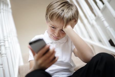 El ciberbullying aumenta entre los niños a edades cada vez más tempranas: cómo combatirlo durante la cuarentena