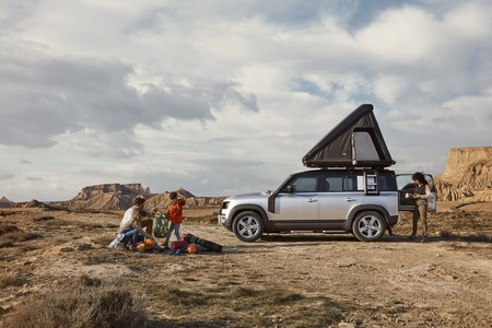 El Land Rover Defender ahora puede tener su propia tienda de campaña sobre el techo, y cuesta más de 3.000 euros