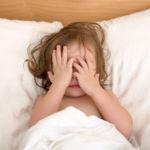 ¿Las mañanas son un infierno? Siete consejos para que tu peque se despierte de buen humor