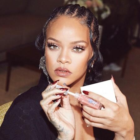 Cinco productos de maquillaje tamaño mini estupendos para nuestro neceser de la oficina. Palabra de Rihanna
