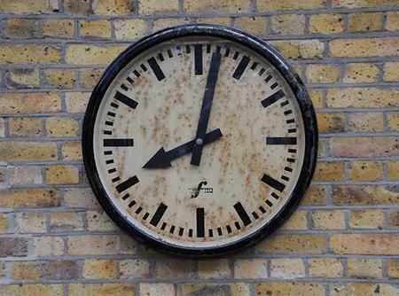 reloj para restaurar