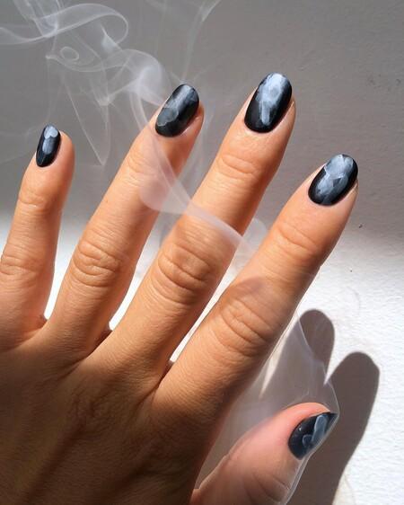 Cinco diseños de uñas de Halloween que llevaríamos también cualquier otro día del año y cómo hacerlos paso a paso en casa