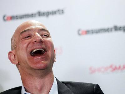 Jeff Bezos ya es más rico que Bill Gates al superar por primera vez los 100.000 millones de dólares gracias al Black Friday