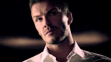 David Beckham. Desvistiéndose. Vistiéndose. Oliendo bien