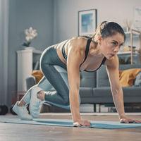 Animal flow para entrenar en casa: aprende a realizar beast reach, un ejercicio completo y sencillo sin material